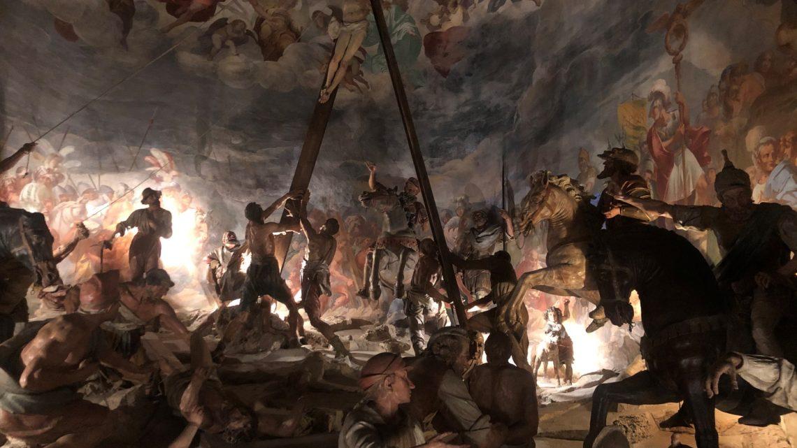 Sacro Monte di Varese: un Pit Bull alla Crocifissione.